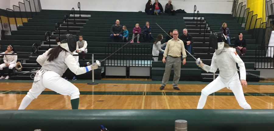 Sophomore+foil+fencer+Ivanna+Zavala+winning+against+Brentwood+opponent